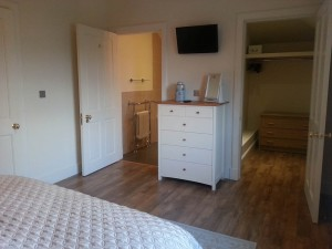 Walk in wardrobe and ensuite web